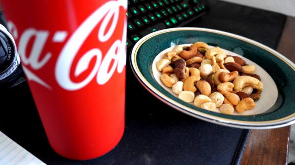 コーラとナッツ